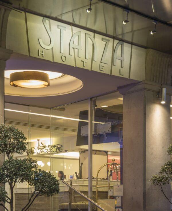 Entrada Hotel Stanza