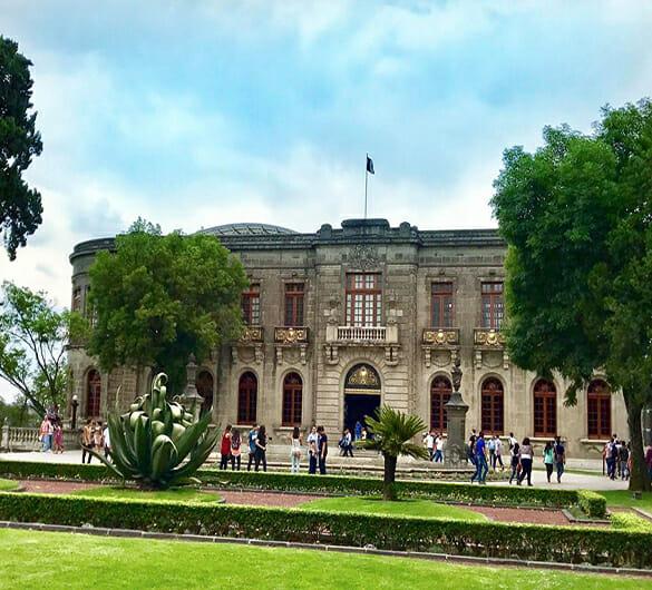 Jardín frontal castillo de chapultepec